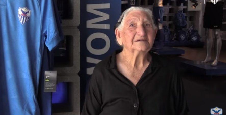 Συγκίνηση: 94χρονη γιαγιά αγόρασε διαρκείας της Ανόρθωσης και τα χάρισε σε άπορα παιδιά (VIDEO)