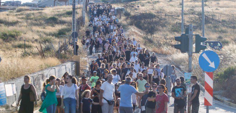 Μάτι: Συγκίνηση στην πορεία των κατοίκων, ένα χρόνο μετά την τραγωδία (ΦΩΤΟ)