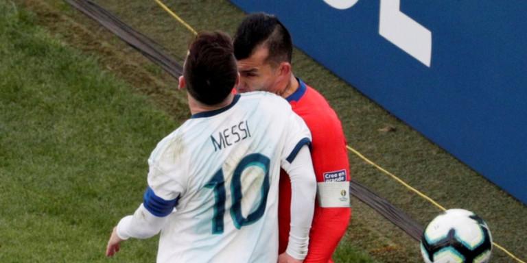 Σκάνδαλο η αποβολή Μέσι με τη Χιλή! (VIDEO)