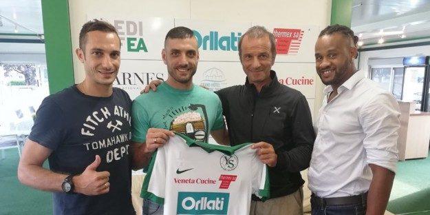 Πρώην παίκτης της ΑΕΚ πίσω από την μεταγραφή του Αραβίδη στην Ιβερντόν