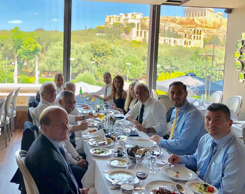 Το γεύμα της ΑΕΚ σε Κραϊόβα-UEFA με θέα την Ακρόπολη! (ΦΩΤΟ)