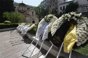 Στεφάνι της ΠΑΕ ΑΕΚ στο τελευταίο «αντίο» του Αντώνη Λιβάνη