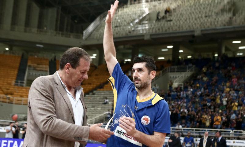Βραβεύτηκε και... αποθεώθηκε ο Ξανθόπουλος! (ΦΩΤΟ)