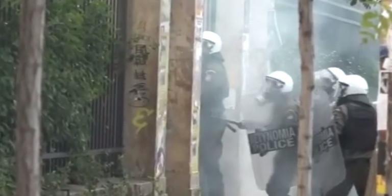 Επεισόδια στην ΑΣΟΕΕ-Μια σύλληψη έκανε η αστυνομία (VIDEO)
