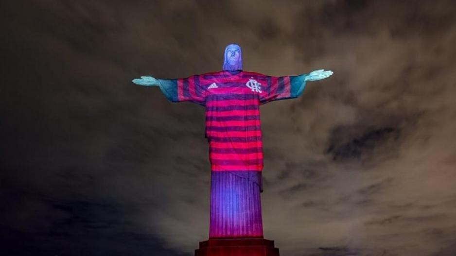 Το άγαλμα του Ιησού στο Ρίο με... φανέλα της Φλαμένγκο (ΦΩΤΟ)