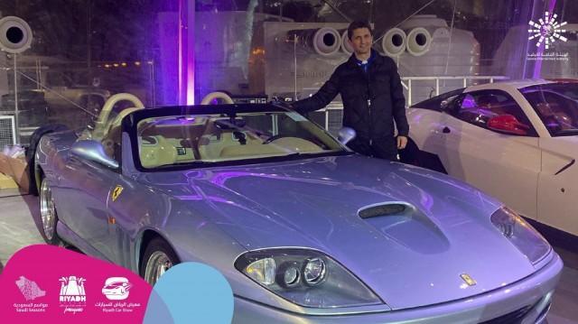 Λουτσέσκου: Του έδωσαν Ferrari για πριμ (ΦΩΤΟ)