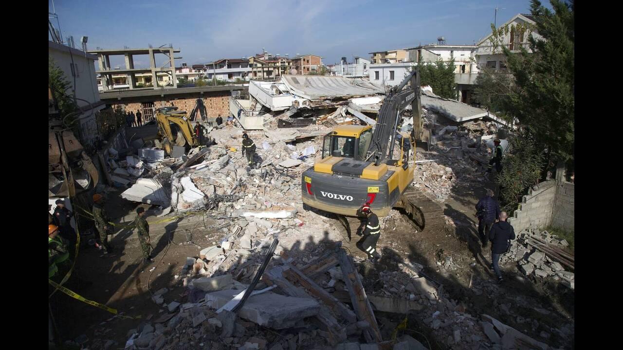 Αλβανία: Στους 50 οι νεκροί - σταμάτησαν οι επιχειρήσεις