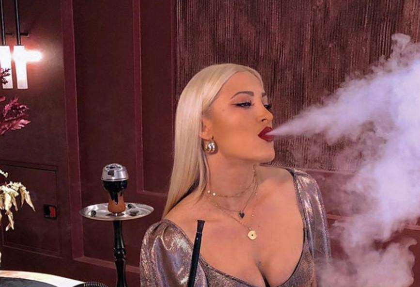 Ιωάννα Τούνη: Ρουφάει και με αντικαπνιστικό νόμο (ΦΩΤΟ)
