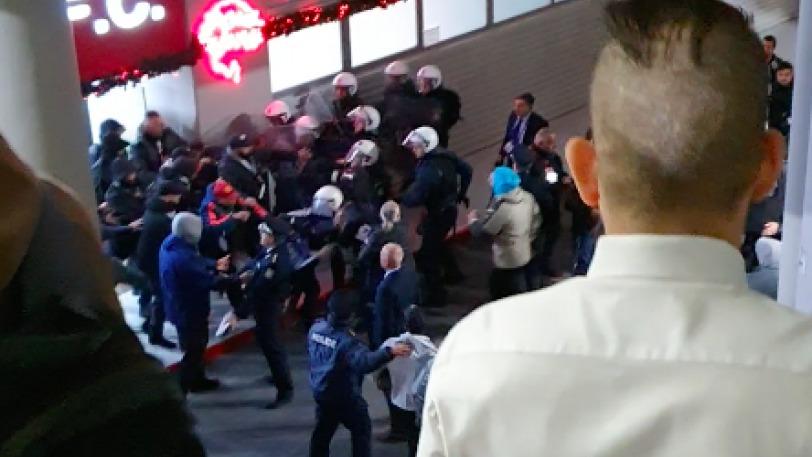 Ξύλο μεταξύ των παικτών του ΠΑΟΚ και οπαδούς του Ολυμπιακού