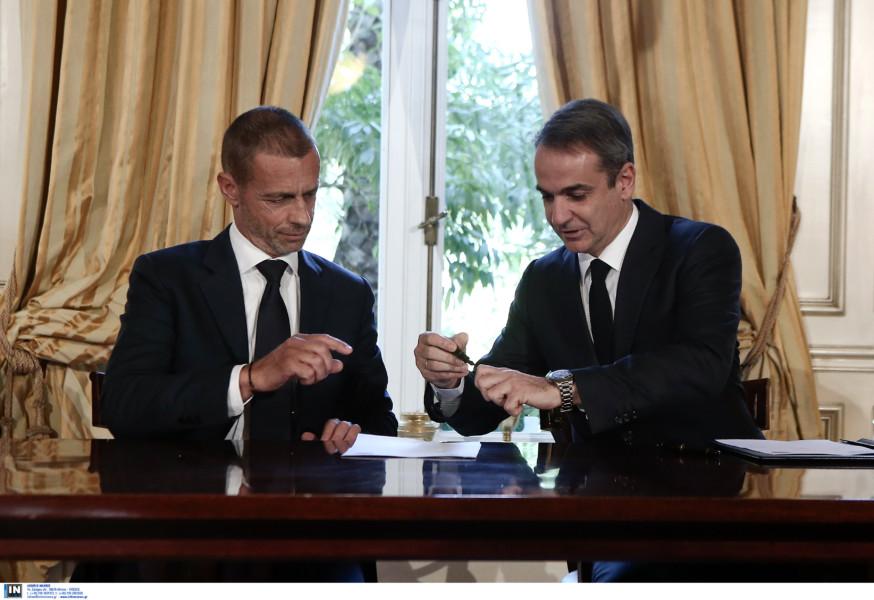 Ελληνικό ποδόσφαιρο: Υπεγράφη το μνημόνιο -Συνάντηση Μητσοτάκη με UEFA και FIFA