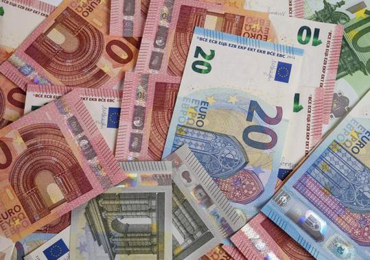 Ένωση Ελληνικών Τραπεζών: «Δεν υπάρχει οποιοσδήποτε περιορισμός στις αναλήψεις μετρητών»