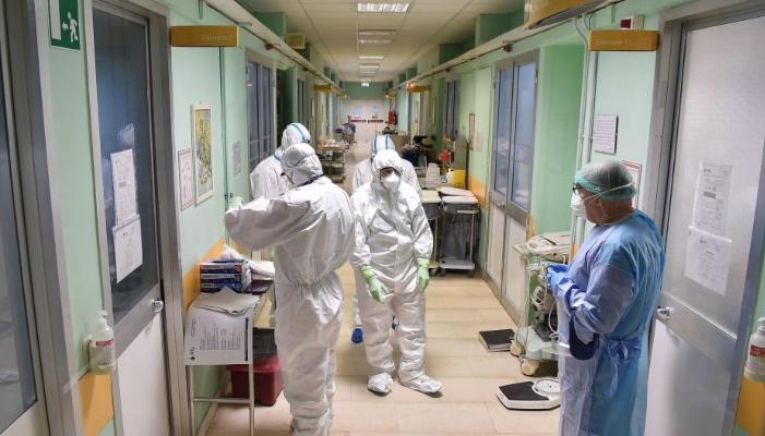 Έλληνας καθηγητής: Οι διαφορές στα συμπτώματα της γρίπης και του κορωνοϊού