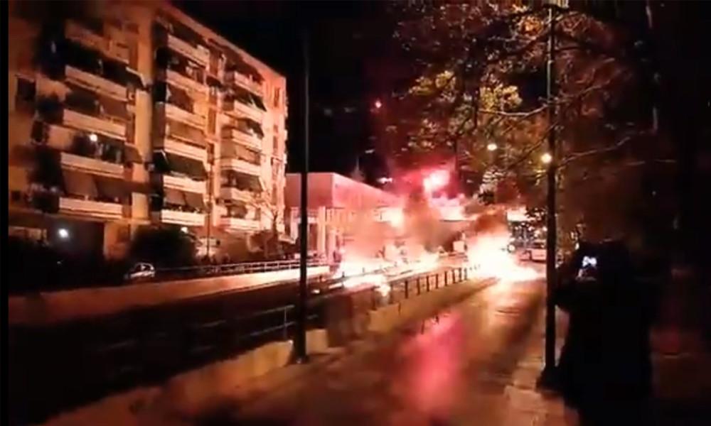 Ανάσταση με βόμβες μολότοφ και βεγγαλικά στον Νέο Κόσμο! (VIDEO)