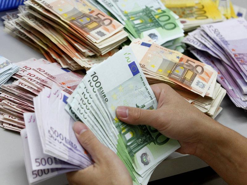 Κορωνοϊός: Τα χαρτονομίσματα μολύνονται πιο εύκολα από μικρόβια από τα κέρματα