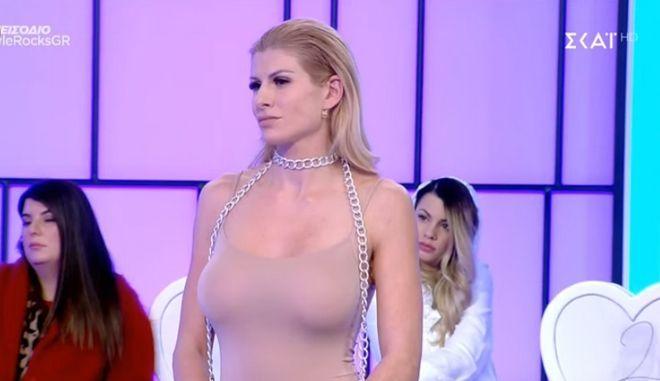 H Ευρυδίκη Παπαδοπούλου έκανε το μαξιλάρι της φόρεμα και έκλεψε τις εντυπώσεις με τις αναλογίες της! (ΦΩΤΟ)