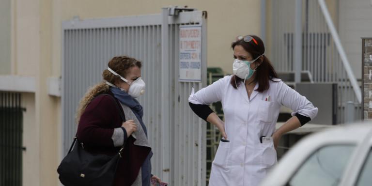 Eπικριτικοί Τσιόδρας-Χαρδαλιάς για τα νέα κρούσματα σε κλινικές της Αττικής -«Δεν είναι δυνατό να χαλαρώνουμε»