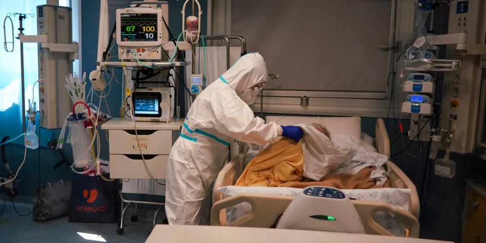 Διευθυντής του NHS της Βρετανίας: «Η μάχη με τον κορωνοϊό θα είναι μαραθώνιος, όχι σπριντ»