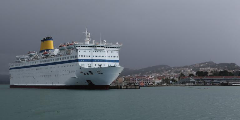 «Θρίλερ» με το πλοίο «Ελ. Βενιζέλος»: Πληροφορίες για 120 κρούσματα κορωνοϊού