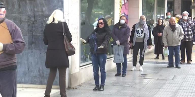 Κορωνοϊός: Ουρές και πάλι σε τράπεζες - Αναμονή πριν ακόμα ανοίξουν