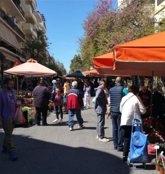 Κορωνοϊός: Γέμισε από κόσμο η λαϊκή αγορά στο Παγκράτι (ΦΩΤΟ)