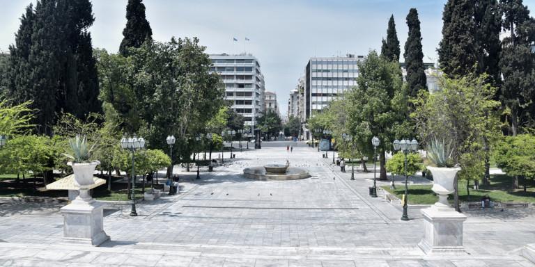 Ερημη πόλη η Αθήνα -Γιόρτασαν το Πάσχα με ψησταριές σε ταράτσες και μπαλκόνια (ΦΩΤΟ)
