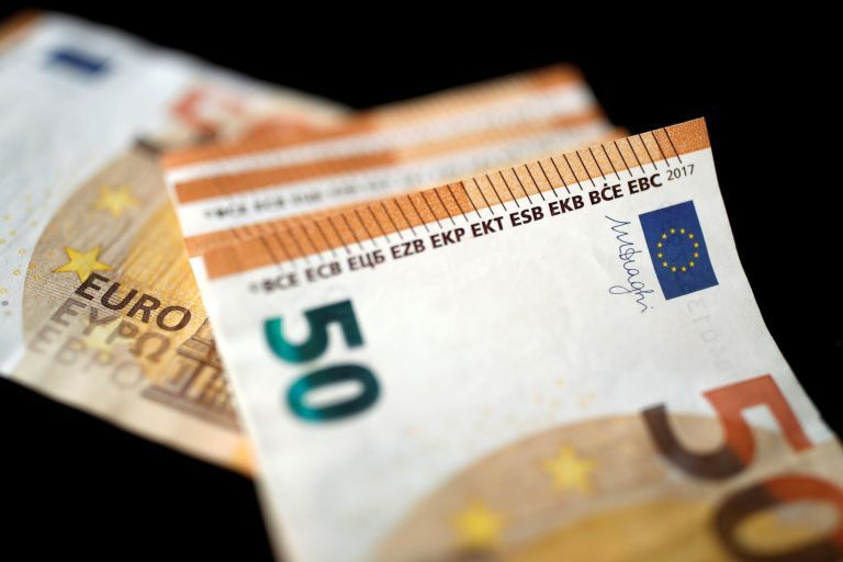 Κορωνοϊός: Πότε και πώς πληρώνονται τα 534 ευρώ σε όσους παραμένουν σε αναστολή