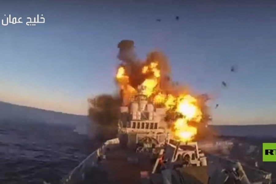 Σοκαριστικό: Η στιγμή που ο πύραυλος χτυπάει το ιρανικό πλοίο (VIDEO)