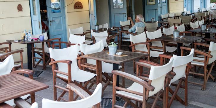 Σκέψεις να ανοίξουν νωρίτερα τα εστιατόρια-μπαρ: Αλλαγές σε εξωτερικούς χώρους, ημιυπαίθριους, δημοτικά τέλη