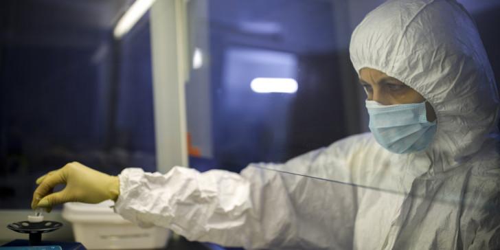 Κορωνοϊός: Διαφορετικό και πιο επιθετικό στέλεχος του ιού έπληξε ΗΠΑ και Ευρώπη