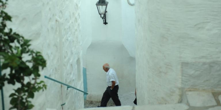 «Τα ελληνικά νησιά ανοίγουν και πάλι για τους τουρίστες»