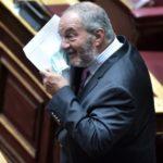 Με μούσια και γυαλιά: Έτσι εμφανίστηκε ο Κώστας Καραμανλής στη βουλή (ΦΩΤΟ)