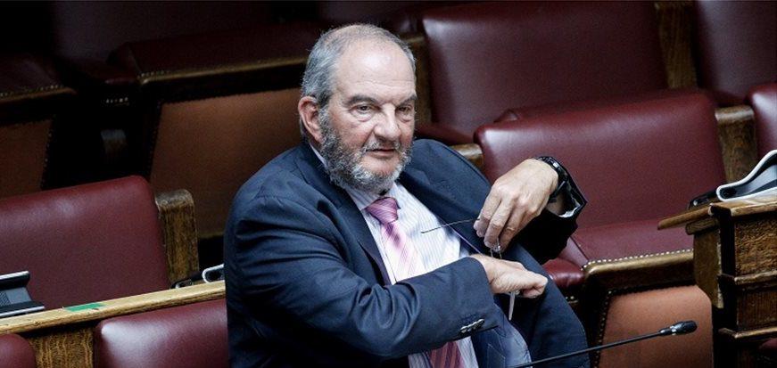 Τρόμαξαν να αναγνωρίσουν τον Κώστα Καραμανλή στη Βουλή