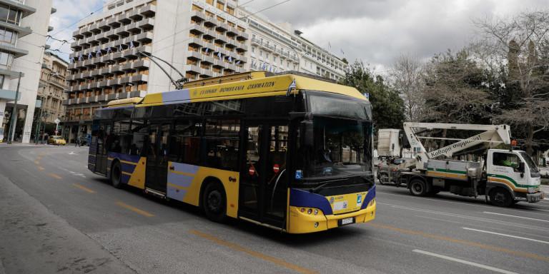 Κορωνοϊός: Ολες οι αλλαγές στα ΜΜΕ από τη Δευτέρα -Ερχονται οι «βοηθοί επιβατών»