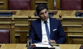 Ολοι εναντίον Αυγενάκη στη Βουλή για το σκάνδαλο με τους καταδικασμένους!