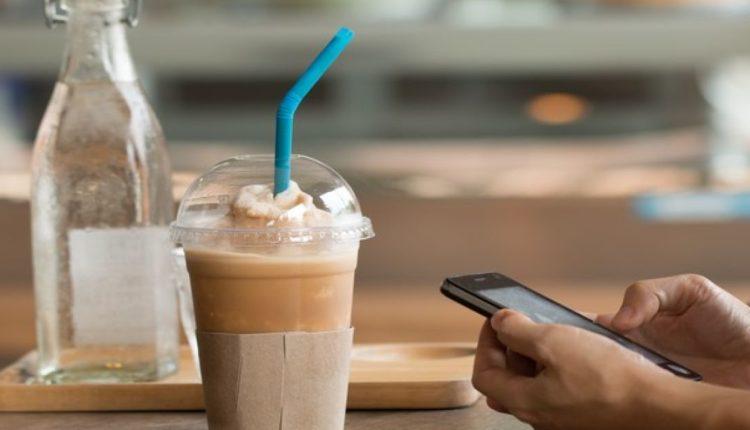Μειώνεται ο ΦΠΑ-Φθηνότερος ο καφές και τα εισιτήρια