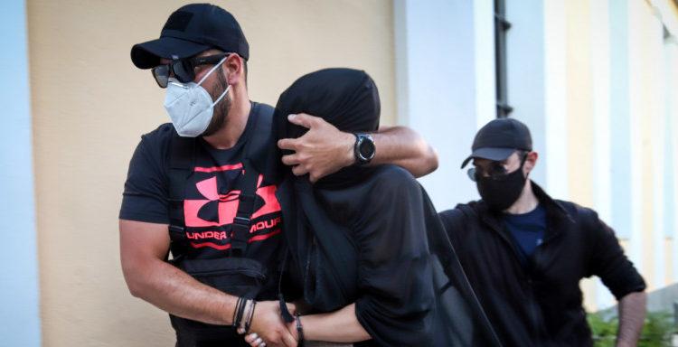 Επίθεση με βιτριόλι: Η στιγμή της σύλληψης της 35χρονης (VIDEO)
