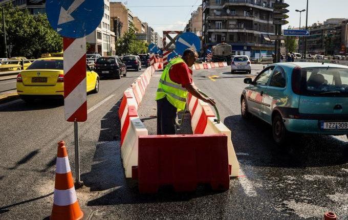 Καλλιθέα: Έσπασε κεντρικός αγωγός σε παράδρομο της Συγγρού