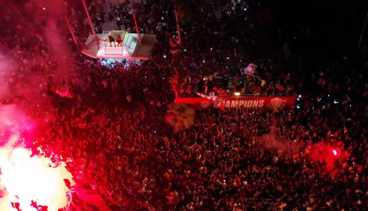 Προβληματισμός στην κυβέρνηση για τον συνωστισμό στην φιέστα του Ολυμπιακού: «Δεν είναι η εικόνα που θέλουμε» (VIDEO)