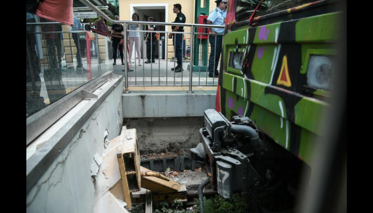Δήμαρχος Κηφισιά: «Ήταν πρόσκρουση, όχι εκτροχιασμός» - Δέκα οι τραυματίες