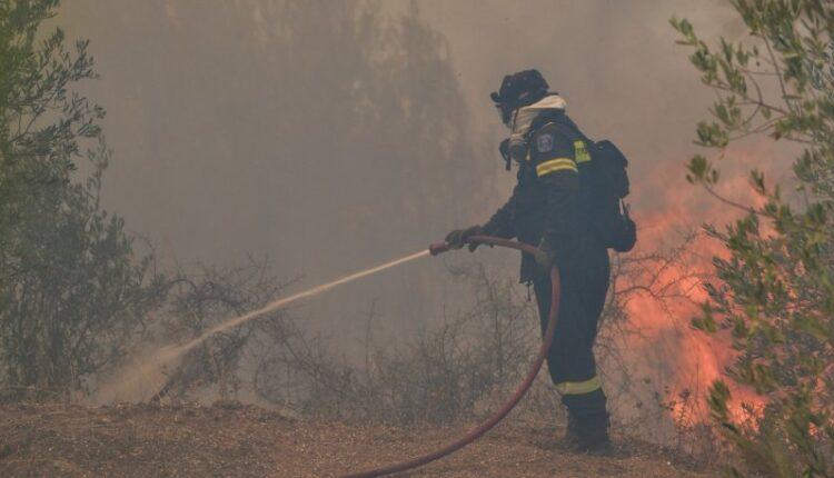 «Βελτιώνεται η εικόνα στις φωτιές», λέει ο εκπρόσωπος της πυροσβεστικής
