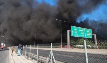 Μήνυμα του «112» για τη φωτιά στη Μεταμόρφωση: «Κλείστε τα παράθυρα» (ΦΩΤΟ)