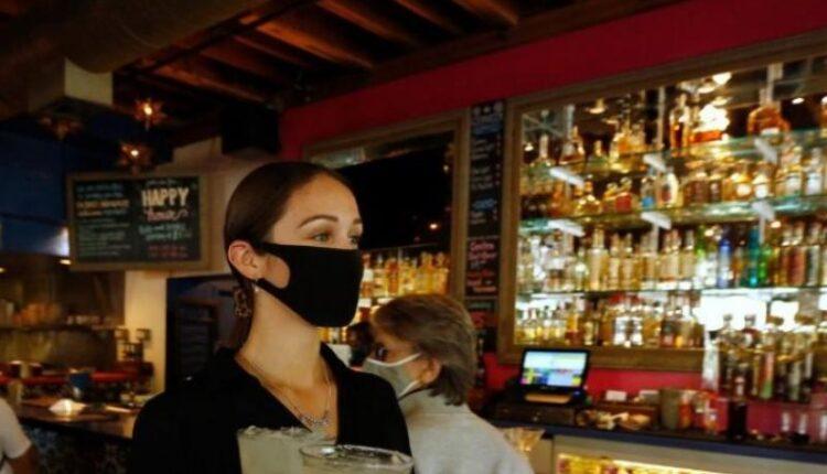 Κορωνοϊός: Ανακοίνωσε τα νέα μέτρα η κυβέρνηση -Σε ποιες περιοχές κλείνουν μπαρ και εστιατόρια από τα μεσάνυχτα