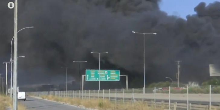 Μεγάλη φωτιά σε εργοστάσιο στη Μεταμόρφωση, μαύρος καπνός σκέπασε την περιοχή