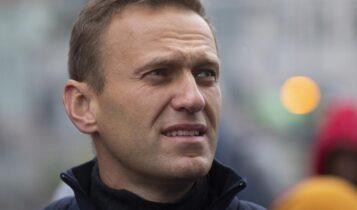 Θρίλερ στη Ρωσία: Στην εντατική ο ηγέτης της αντιπολίτευσης Αλεξέι Ναβάλνι – Τον δηλητηρίασαν στο αεροπλάνο