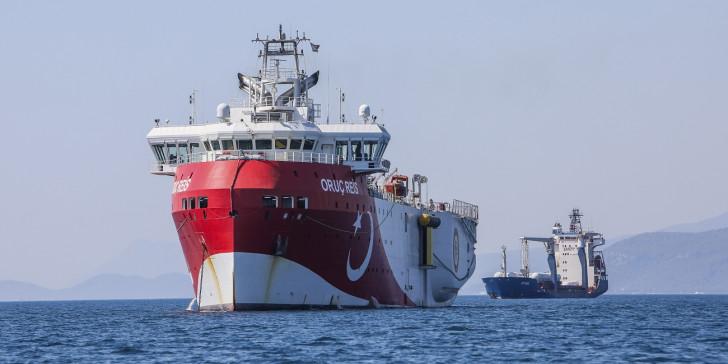 Συνεχίζει να προκαλεί η Τουρκία: Το Oruc Reis επιστρέφει στην ελληνική υφαλοκρηπίδα