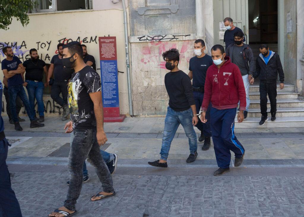 Κρήτη: Ελεύθεροι και οι 22 Πακιστανοί που συνελήφθησαν για τα επεισόδια –  Enwsi.gr