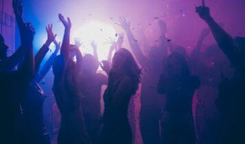 Συναγερμός για τα κορωνο-πάρτι στην Αττική: Προσκλήσεις μέσω Viber -Σε ποιες περιοχές γίνονται