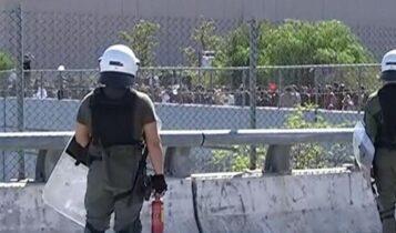 Ενταση και δακρυγόνα σε μαθητική πορεία έξω από το Υπουργείο Παιδείας