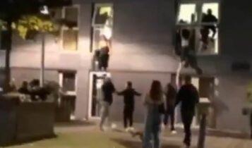 Απίστευτο: Φοιτητές πηδούσαν από τα παράθυρα για να ξεφύγουν την αστυνομία που τους διέκοψε το πάρτι (VIDEO)