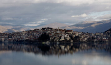 Κορωνοϊός: Ενα βήμα πριν τα τοπικά lockdown Γιάννενα και Καστοριά -Στο «πορτοκαλί» η Θεσσαλονίκη